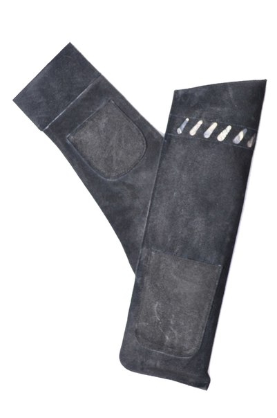 Колчан №1 поясной с двумя карманами черный замша