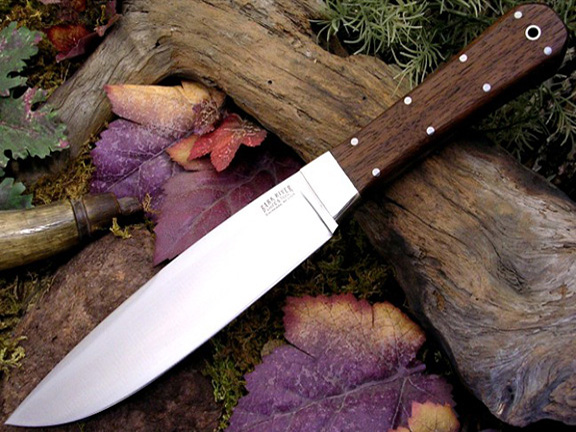 Нож с фиксированным клинком Rogue American Walnut